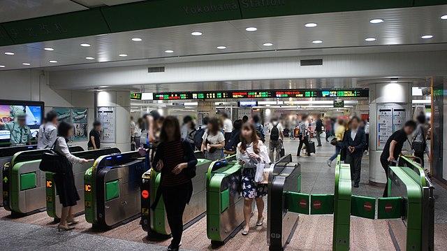 640px-JR_Yokohama_Station_Central_North_Gates.jpg