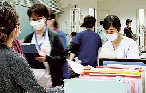 拡大を続ける新型コロナウイルス。先が見えない中、医療従事者は対応に追われる=16日、静岡市立静岡病院.jpg